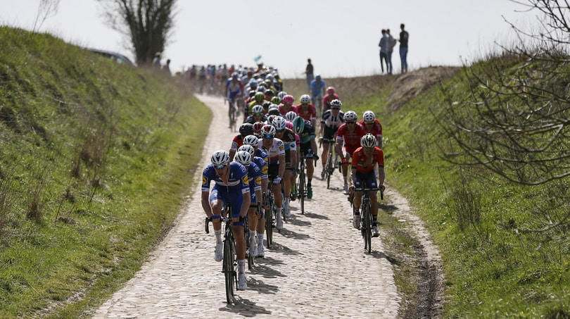 Parigi-Roubaix, infarto durante la corsa: Goolaerts gravissimo in ospedale