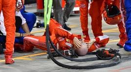 F1 Bahrain, incidente ai box: meccanico Ferrari in ospedale per frattura di tibia e perone