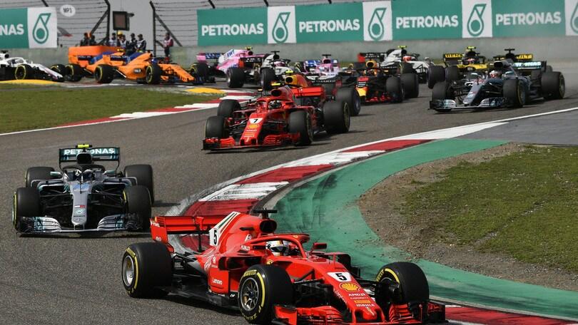 F1 Cina, Vettel: «Dopo il contatto era difficile stare in pista»