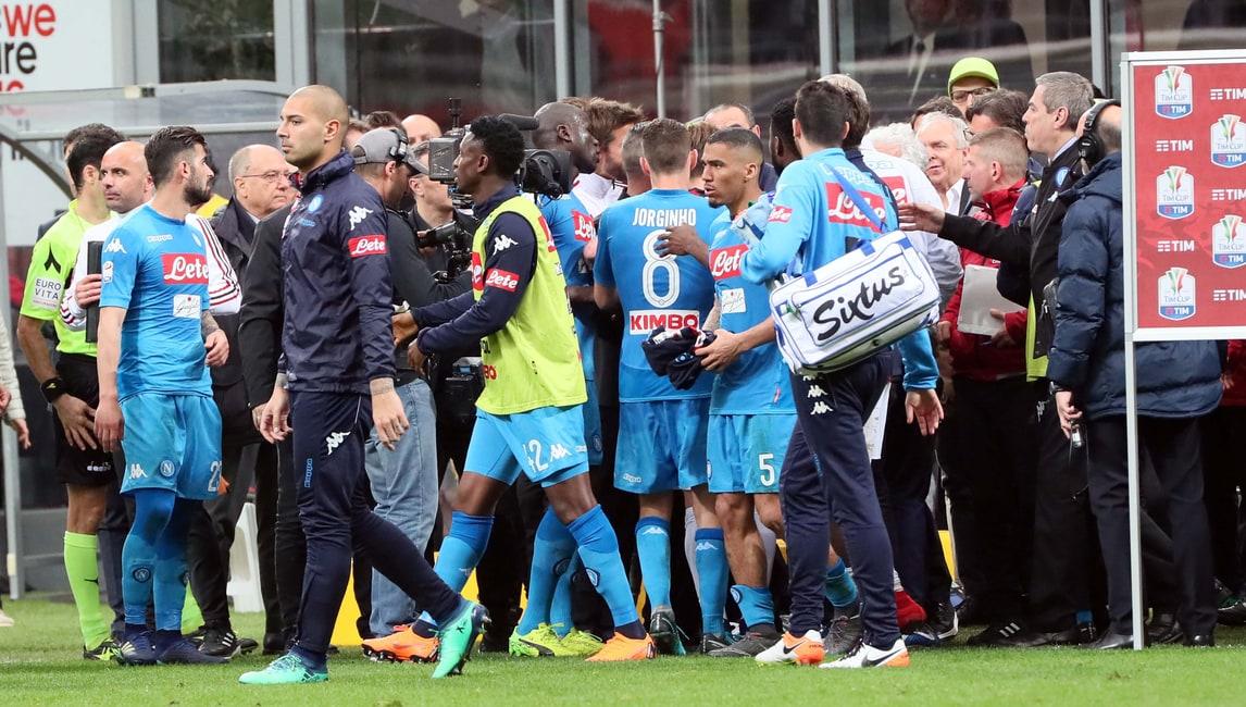 Milan-Napoli, nervi tesi a fine partita