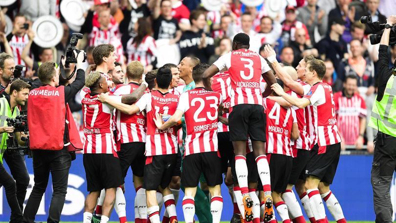 Ajax battuto, Psv campione d'Olanda
