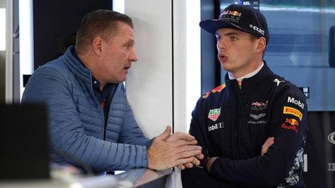 F1 Red Bull, Jos Verstappen: «Mio figlio massacrato dalla stampa»