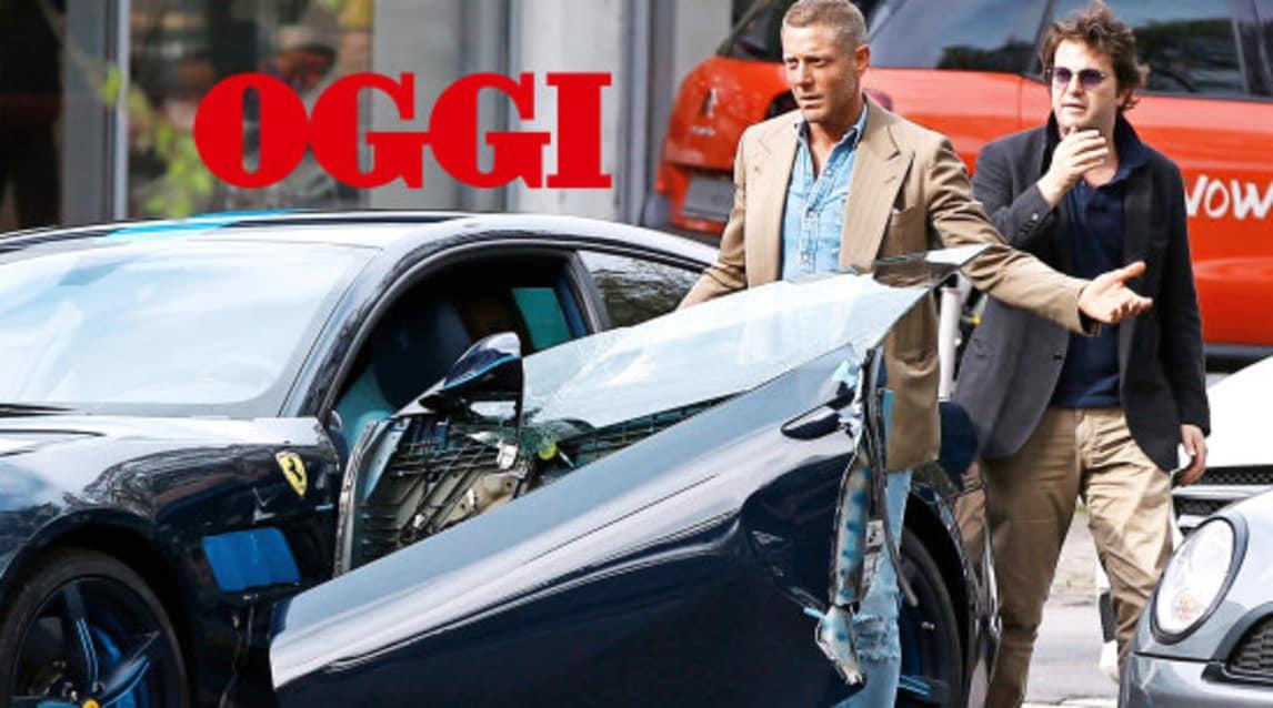 """L'imprenditore nipote di Gianni Agnelli, avvistato a Milano in compagnia di Gala Kalchbrenner a bordo di una Ferrari, è protagonista di un bizzarro incidente: apre lo sportello senza veder arrivare una Yaris. Ben 30 mila gli euro di danni. (Foto: settimanale """"Oggi"""")"""