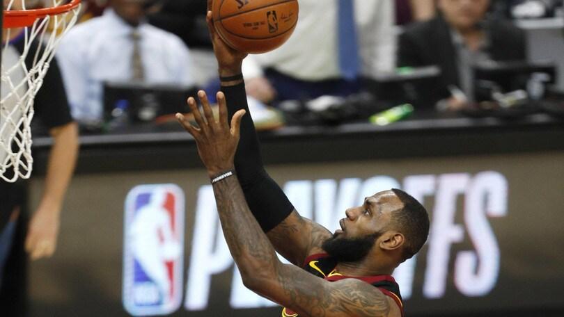 NBA, l'addio di LeBron James ai Cavs a 1,40