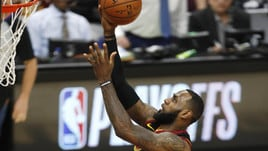 NBA, l'addio di LeBron James ai Cavs a 1,40