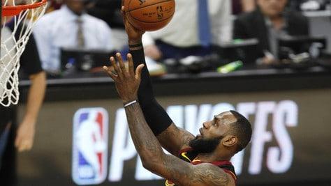 LeBron salva Cleveland, Mitchell sbanca OKC