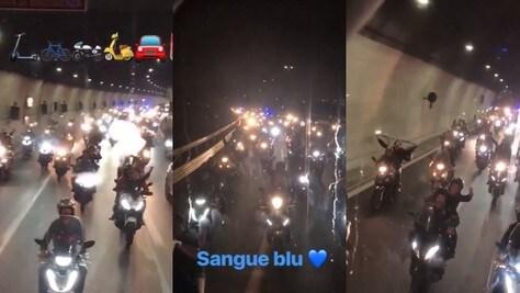 Napoli in delirio: centinaia di motorini scortano il pullman azzurro