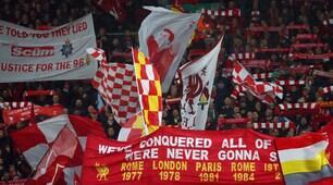 Liverpool-Roma, la Kop scatenata con cori e fumogeni