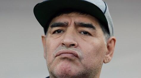 Napoli, Maradona: «Speriamo che il c*** abbandoni la Juve»