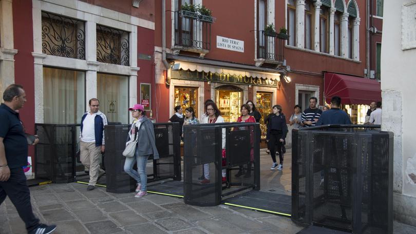 Venezia, tornelli in funzione
