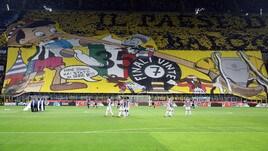 Inter-Juventus:striscioni e sfottò sugli spalti del Meazza