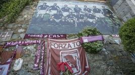 Il Torino ricorda i suoi Invincibili 69 anni dopo Superga