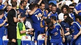 Chelsea,Giroud abbracciaDavid Luiz dopo il gol che stende il Liverpool