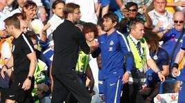 Il Chelsea di Conte batte il Liverpool e inguaia Klopp, l'Arsenal vince e si commuove per Wenger