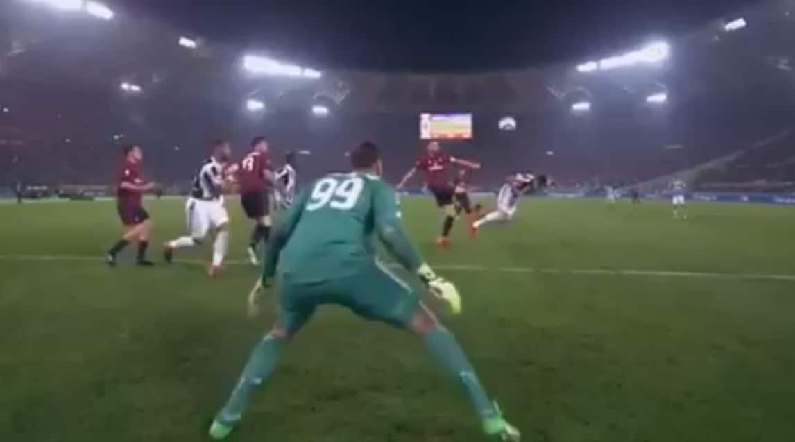 I due errori del giovane portiere del Milan hanno portato ai gol di Douglas Costa e Benatia: le fotosequenze degli episodi