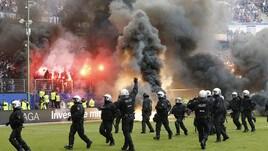 Bundesliga, l'Amburgo retrocede dopo 54 anni e 262 giorni. Tifosi furiosi