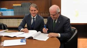 Roberto Mancini nuovo ct dell'Italia: le foto della firma