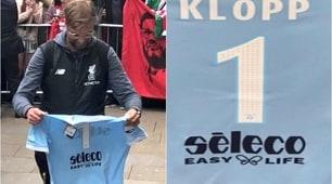 Liverpool, Klopp riceve una maglia della Lazio
