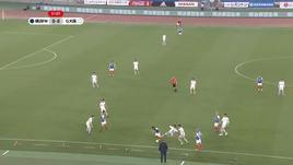 Giappone, gol pazzesco da centrocampo