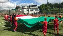 Roma, il tricolore del 2° scudetto torna a sventolare