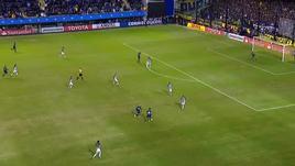 Libertadores, Tevez fulmina il portiere!