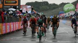 Giro d'Italia, 12esima tappa a Bennett e Yates si conferma in rosa