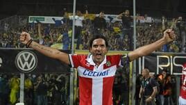 Il Parma torna in Serie A: la festa in campo
