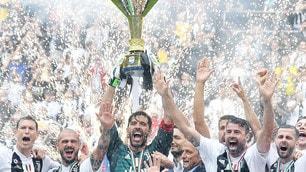 Juventus, è festa in campo con il trofeo dello Scudetto