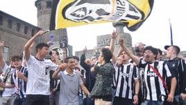 La festa dei tifosi della Juventus a Torino