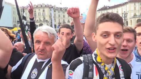 Tifosi bianconeri in coro: