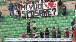 Milan, il tifoso fa la proposta di matrimonio a San Siro