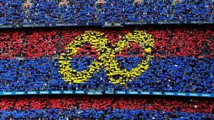 Il Barcellona saluta Iniesta: che tributo al Camp Nou!