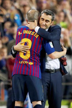 Iniesta addio Barça,ovazione 11 minuti