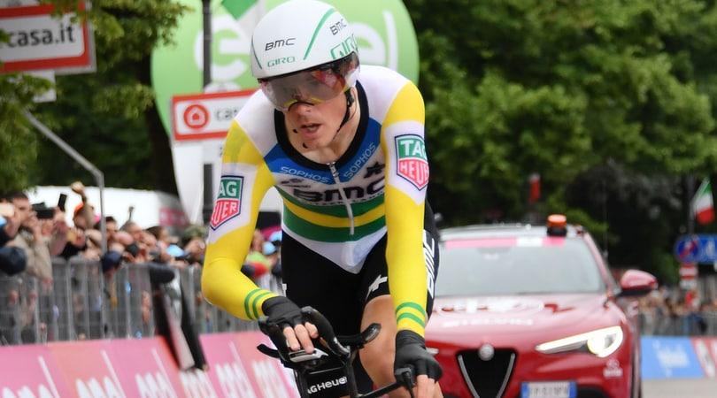 Giro d'Italia, Yates resta in maglia rosa anche dopo la cronometro