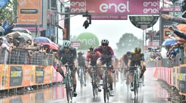 Viviani scatenato: poker al Giro d'Italia!