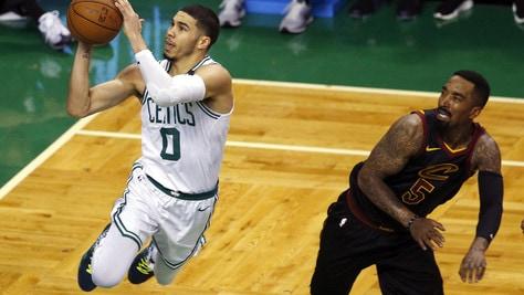 Tatum esalta i Celtics, Boston vola sul 3-2
