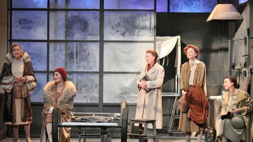 Al teatro Manzoni con Tutte a casa