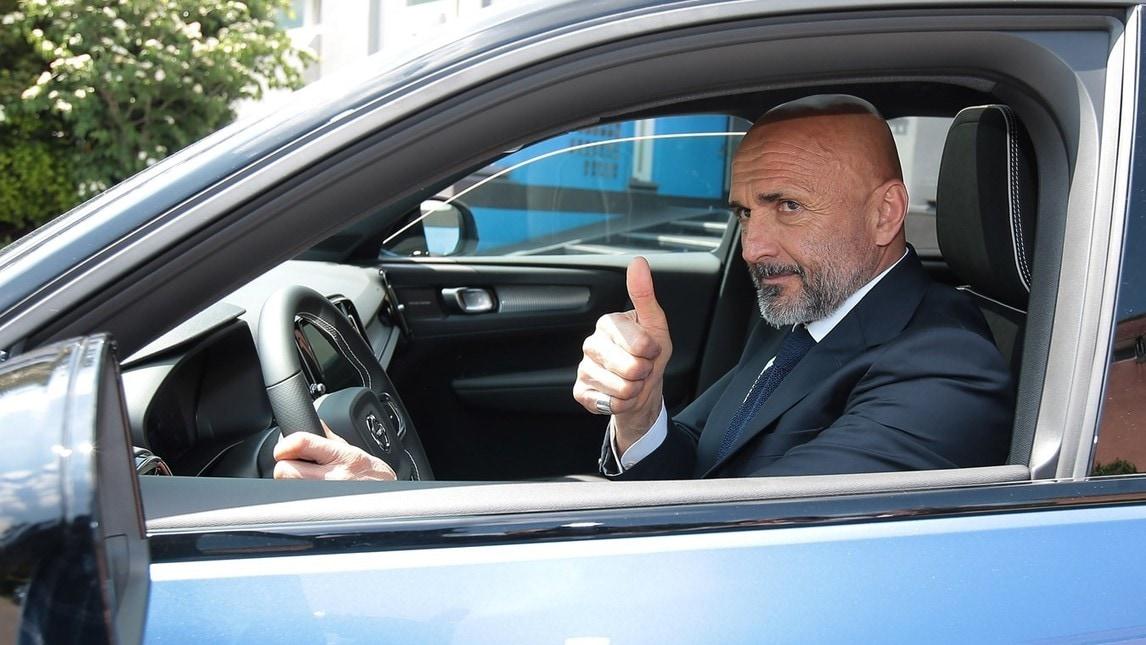 Dopo il rinnovo della partnership tra Volvo e l'Inter, il mister Spalletti ha scelto come nuova auto un'XC90, Suv compatta eletta Auto dell'Anno 218 durante lo scorso Salone di Ginevra.