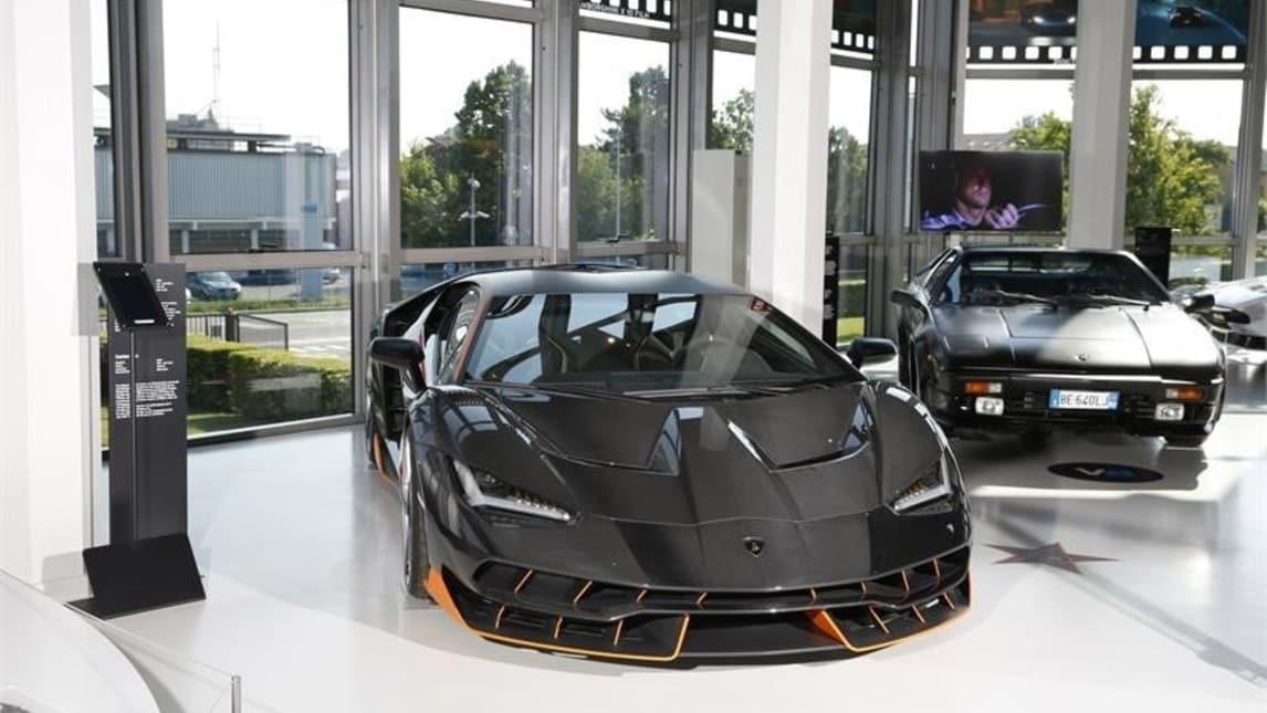 Inaugurata a Sant'Agata Bolognese la mostra sulle Lamborghini protagoniste di film come la Centenario di Batman Il cavaliere oscuro e la Jalpa di Rocky IV. Ma anche di film italiani, come la Espada guidata da Bud Spencer in Piedone lo sbirro e la 350 GT di Bar Sport.