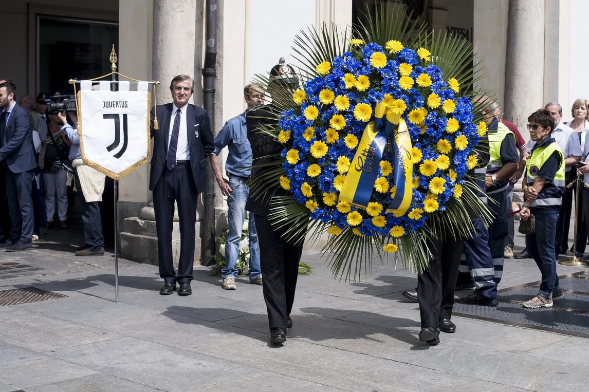 Juventus, corona di fiori in piazza San Carlo per Erika Pioletti