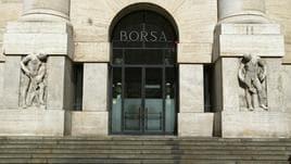 Borsa: Milano gira a -1% con banche