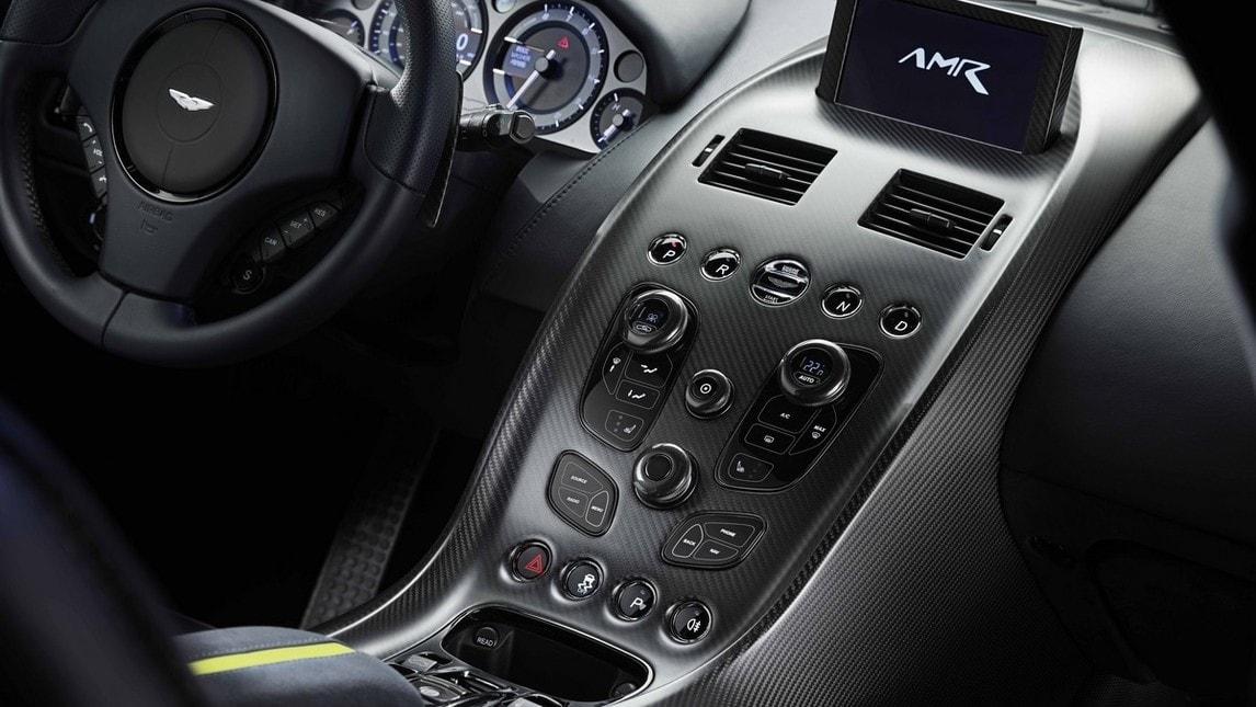 Alla vigilia della 24 Ore di Le Mans 2018, Aston Martin svela Rapide AMR. Dal concept esposto a GInevra nel 2017 a progetto pronto per la strada, in tiratura limitata. Motore V12 da 603 cavalli, dettagli da Vantage GT12, assetto reso più affilato, aerodinamica ottimizzata. Così l'ammiraglia vuole coltivare ambizioni di sportività vera