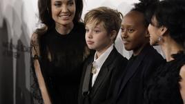 Jolie deve far vedere i figli a Pitt