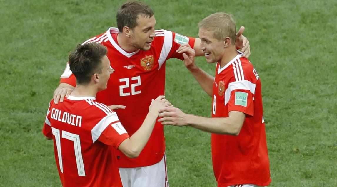 Il centrocampista di 22 anni del Cska Mosca, corteggiato da Juventus e Arsenal, realizza un gol e due assist nella gara d'apertura della Coppa del Mondo: al 12' cross vincente per la deviazione di testa di Gazinskiy, al 71' altro assist per Dzyuba che trasforma il tris dei padroni di casa. Poi al 94' il talento russo firma il suo primo gol al Mondiale con una punizione perfetta. Da segnalare anche la doppietta di Cheryshev (43' e 91'), entrato al 24' al posto di Dzagoev