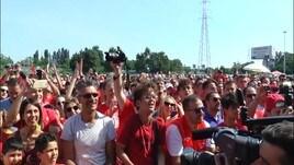 L'Olimpia Milano accolta dai tifosi al Forum
