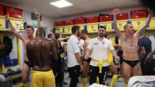 Frosinone in Serie A: esplode la festa nello spogliatoio