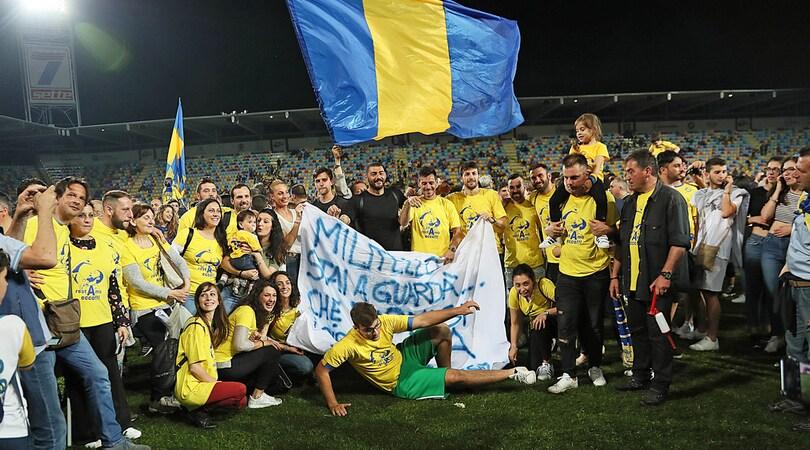Il Frosinone torna in A. Palermo furioso: «Faremo ricorso»