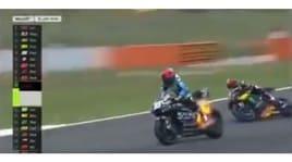 La moto di Tito Rabat prende fuoco in pista