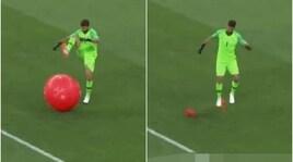 Brasile-Svizzera, Alisson scoppia il pallone tirato dai tifosi elvetici