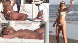 Valeria Marini, estate bollente tra selfie e massaggi